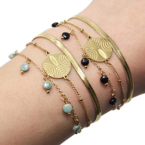 Bracelet-Triple-Chaines-Billes-Serpentine-Medaille-Acier-Dore-et-Pierres