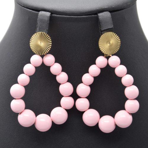 Boucles-dOreilles-Medaille-Acier-Dore-et-Goutte-Perles-Resine-Rose-Poudre