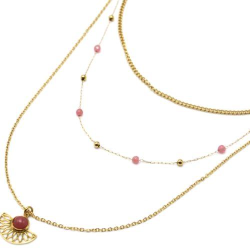 Collier-Triple-Chaines-Perles-Billes-avec-Demi-Rosace-Acier-Dore-et-Pierre-Rose