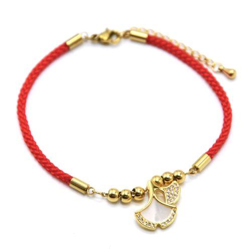 Bracelet-Cordon-Rouge-avec-Charm-Feuilles-Ginkgo-Acier-Dore-Strass-et-Nacre
