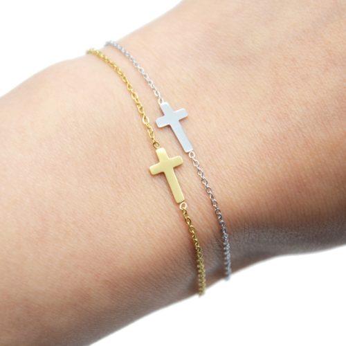 Bracelet-Fine-Chaine-avec-Charm-Croix-Acier