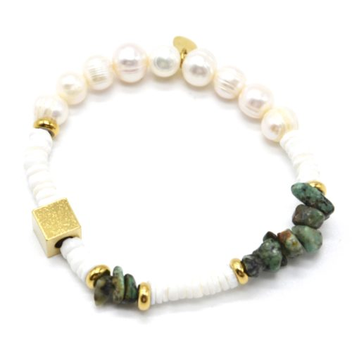 Bracelet-Perles-Blanches-et-dEau-Douce-Pierres-Vertes-et-Carre-Acier-Dore