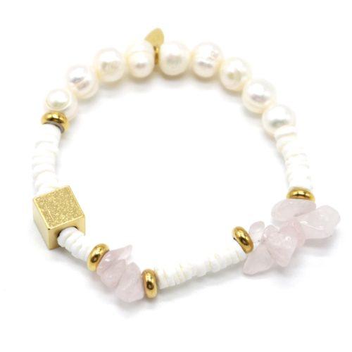 Bracelet-Perles-Blanches-et-dEau-Douce-Pierres-Roses-et-Carre-Acier-Dore