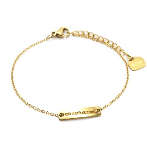 Bracelet-Fine-Chaine-avec-Medaille-Rectangle-Acier-Dore
