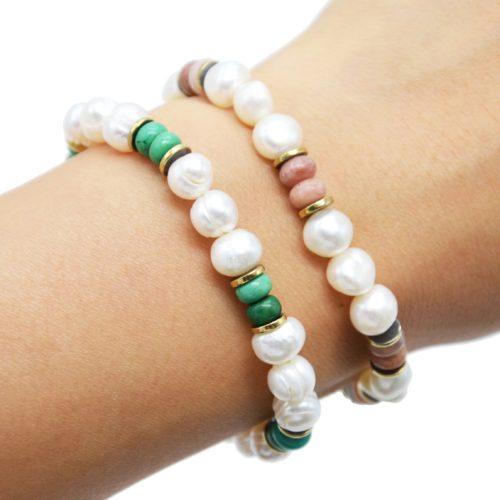 Bracelet-Perles-dEau-Douce-Pierres-Colorées-et-Anneaux-Acier-Dore
