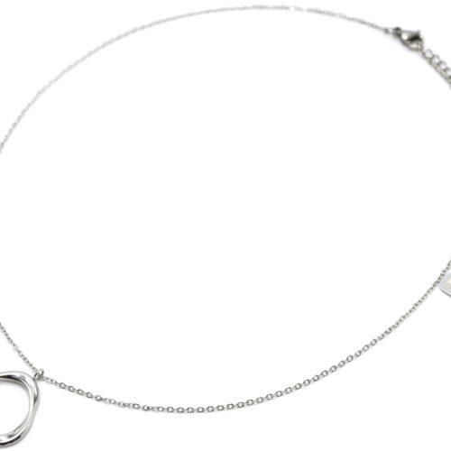 Collier-Fine-Chaine-avec-Triangle-Arrondi-Contour-Acier-Argente