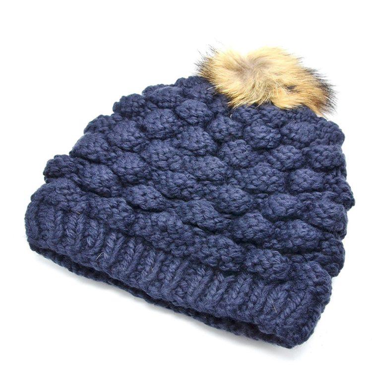 Bonnet-Hiver-Effet-Tricot-avec-Interieur-Polaire-Bleu-Marine-et-Pompon-Fourrure